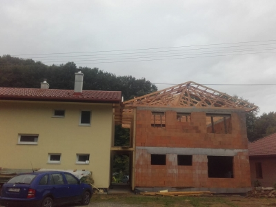 Žipov1_krovy_strechy_väzníky_priehradové_výroba_hydraulická_ruka_03.jpg