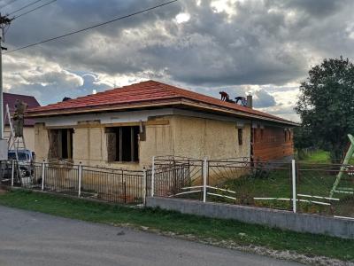 Rožňava_01_krovy_strechy_väzníky_priehradové_drevené_výroba_montáž_rodinný_dom_preprava_nadrozmer_hydraulická_ruka_04.jpg