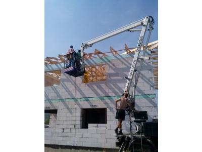 Sabinov_01_krovy_strechy_väzníky_priehradové_drevené_výroba_montáž_rodinný_dom_preprava_nadrozmer_hydraulická_ruka_02.jpg