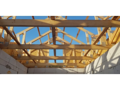 T2_B.Zabava_krovy_strechy_väzníky_priehradové_drevené_výroba_montáž_rodinný_dom_preprava_nadrozmer_hydraulická_ruka_04.jpg