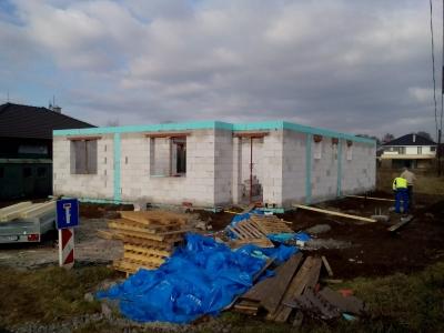 Košice_01_krovy_strechy_väzníky_priehradové_drevené_výroba_montáž_rodinný_dom_preprava_nadrozmer_hydraulická_ruka_02.jpg