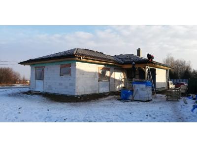 Košice_01_krovy_strechy_väzníky_priehradové_drevené_výroba_montáž_rodinný_dom_preprava_nadrozmer_hydraulická_ruka_20.jpg