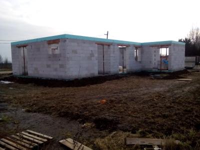 Titul2_Košice_01_krovy_strechy_väzníky_priehradové_drevené_výroba_montáž_rodinný_dom_preprava_nadrozmer_hydraulická_ruka_04.jpg