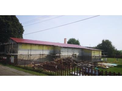Holčíkovce_01_krovy_strechy_väzníky_priehradové_drevené_výroba_montáž_rodinný_dom_preprava_nadrozmer_hydraulická_ruka_08.jpg