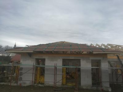 Kružlov_01_krovy_strechy_väzníky_priehradové_drevené_výroba_montáž_rodinný_dom_preprava_nadrozmer_hydraulická_ruka_04.jpg